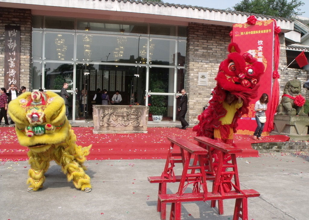 Bench lion dance