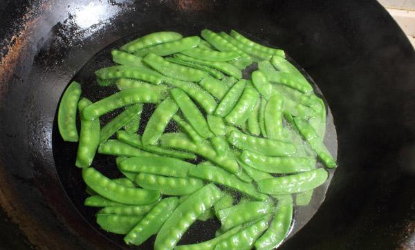 stir fry snow peas step4