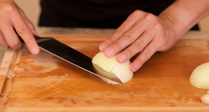 how to cut onion step2