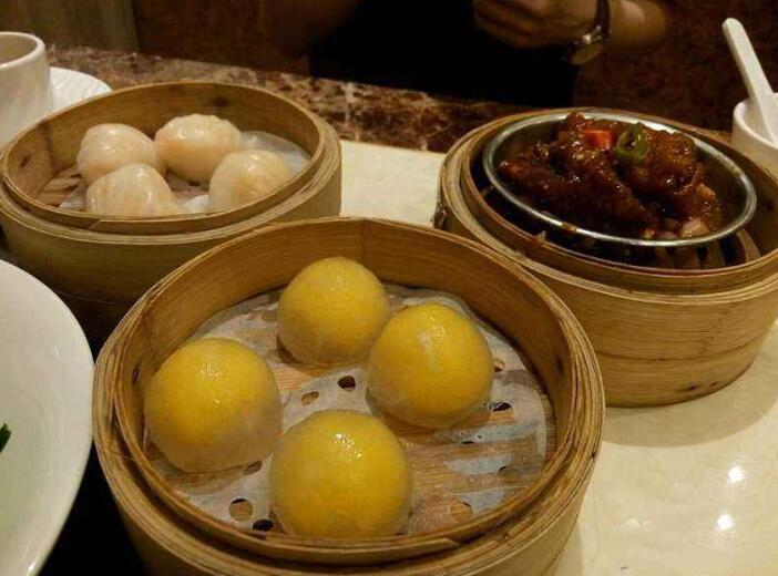 Nai Wong Bao in the Restaurant