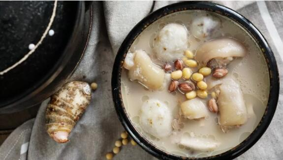 Pig foot soup