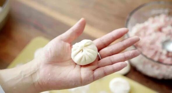 Wrapping the sheng jian bao step9-2