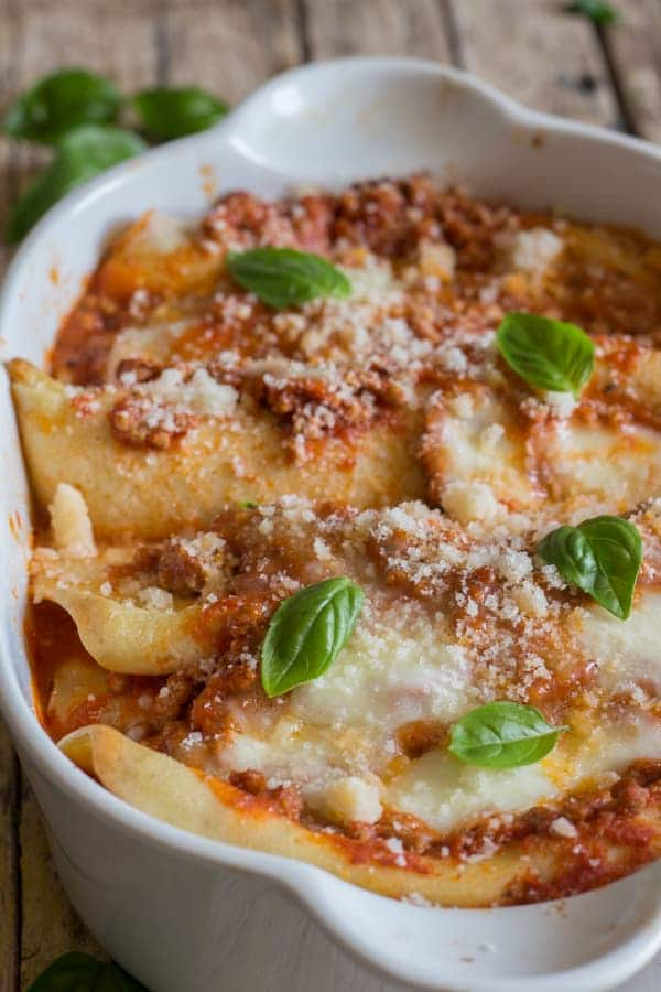 Crepe cannelloni with meat