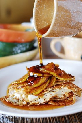 Crepes with Creamy Ricotta Cheese Filling and Caramelized Apples