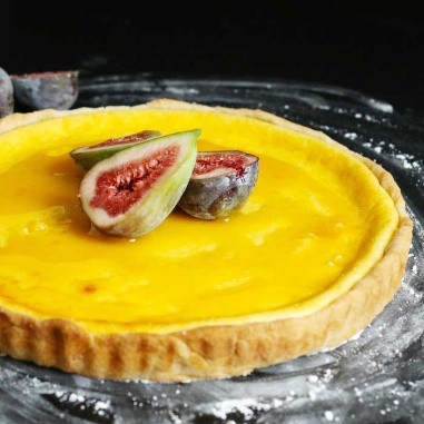 Ricotta tart with honey and figs