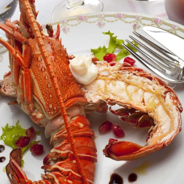 What To Serve With Lobster – 25 Sides For Lobster (Lobster Tails Dinner Ideas)